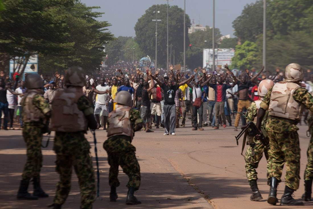 Soldiers shoot in the air to try to stop anti-government protestors from entering the parliament building in Ouagadougou, capital of Burkina Faso, October 30, 2014. REUTERS/Joe Penney (BURKINA FASO - Tags: POLITICS VIOLENCE CIVIL UNREST)